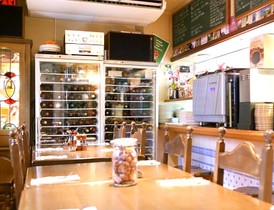 京都市東山区清水五条駅にある洋食店コリスの店内