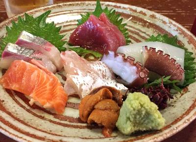京都京都駅近くにある居酒屋蔵倉の刺身盛り合わせ