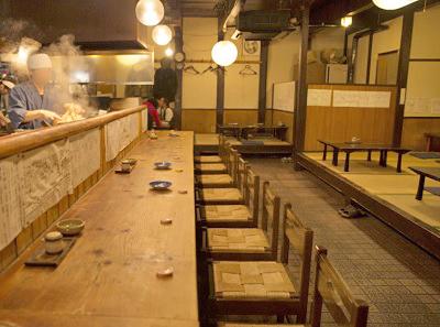 京都京都駅近くにある居酒屋蔵倉の店内