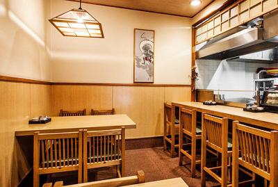 東京都築地駅近くにあるてんぷら黒川の店内
