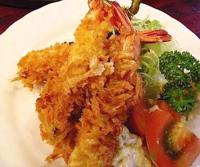 東京都西荻窪駅北口にあるステーキ、洋食店キャロットのエビフライ