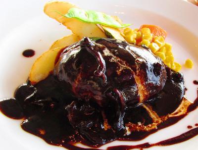 神奈川県鎌倉市にある洋食屋レストランMainメインのハンバーグ