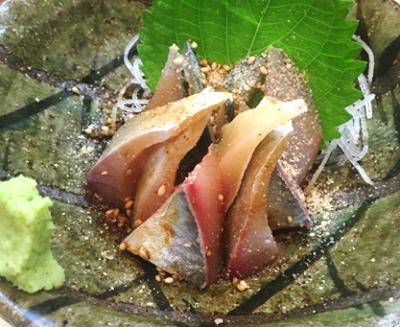 福岡市中央区中洲川端駅近くにある焼き鯖が人気の居酒屋真マコトのごまサバ