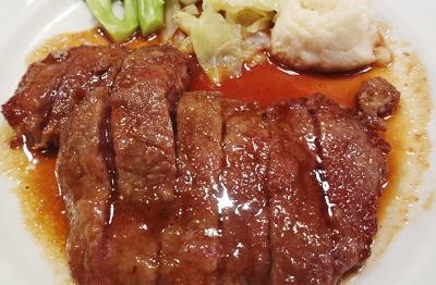 東京都有楽町駅近くにある居酒屋まんぷく食堂のビーフステーキ
