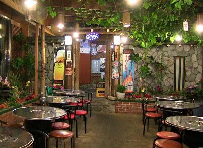 東京都新宿区大久保にある韓国料理店松屋の店内