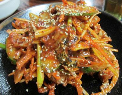 東京都新宿区大久保にある韓国料理店松屋のツブ貝和え物