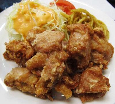 東京都豊島区西池袋にある食堂ランチハウスミトヤのから揚げ