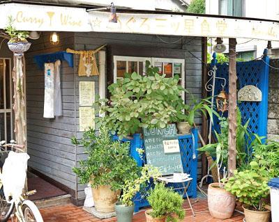 東京都品川区にある醤油オムライスが人気の洋食店めぐろ三ツ星食堂の外観昼