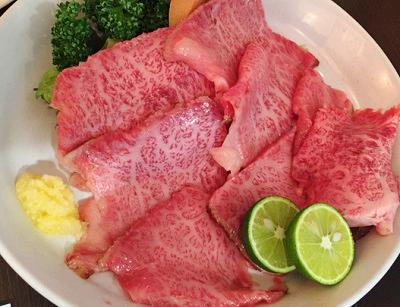 大阪市中央区にあるハンバーグが人気の洋食の店もなみの和牛のたたき