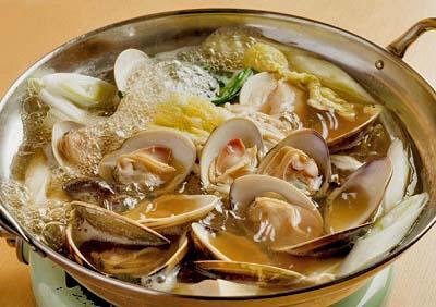 岩本町駅近くにある鍋、とんかつのお店むらたの蛤なべセット