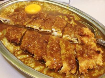大阪市中央区難波駅近くにあるカレー洋食店ニューライトのカツカレー