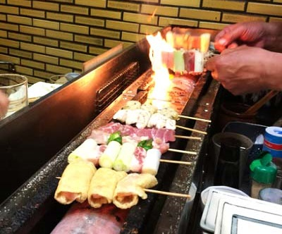 横浜駅近くの人気焼鳥居酒屋 お加代本店の串焼き