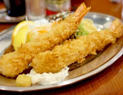 中目黒駅近くにある洋食屋キッチンパンチの海老フライ