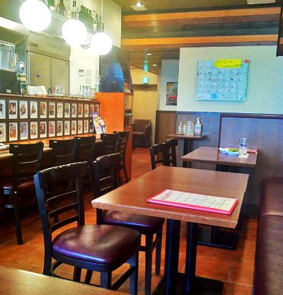 横浜洋光台駅近くにあるハンバーガーカフェパスタイム Pass timeの店内