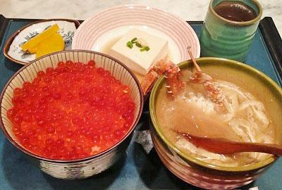 大阪市中央区東心斎橋にある海鮮丼が人気ぺりーのいくら丼のいくら