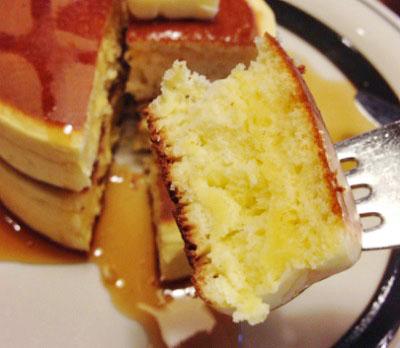 東京都板橋区にあるパンケーキが有名な喫茶店ピノキオのホットケーキ
