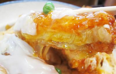東京都西荻窪駅近くにある中華料理店坂本屋さかもとやのカツ丼