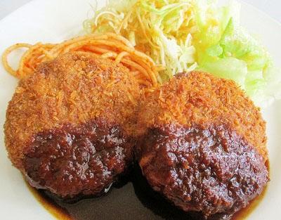 北千住駅近くにある人気洋食屋レストラン三幸のメンチカツ