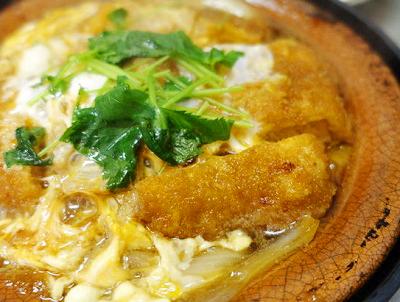 東京都港区表参道駅近くにあるカレーうどんが人気のお店しまだのかつ煮