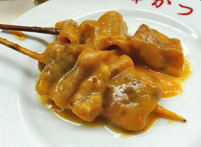 大阪市浪速区動物園前近くにある串かつどて煮が人気のてんぐのどて煮