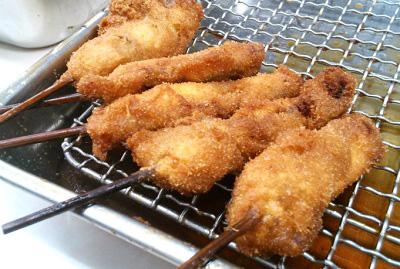 大阪市浪速区動物園前近くにある串かつどて煮が人気のてんぐの串カツ