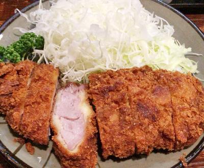 東京都新宿駅にあるとんかつ屋豚珍館のとんかつ定食
