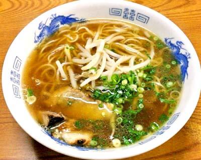 福岡中洲川端駅近くにあるラーメン王餃子のラーメン