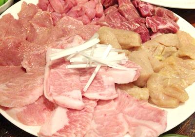 東京都板橋駅近くにあるホルモン屋山源の肉