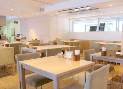 神楽坂駅近くにあるあかぎカフェの店内
