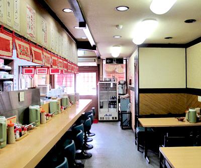 博多駅近くにあるラーメン屋赤のれん和亭の店内