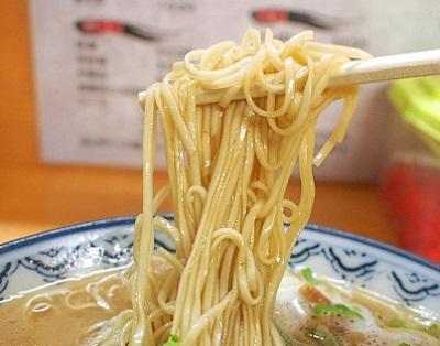 博多駅近くにあるラーメン屋赤のれん和亭の麺