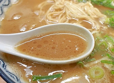 博多駅近くにあるラーメン屋赤のれん和亭のスープ