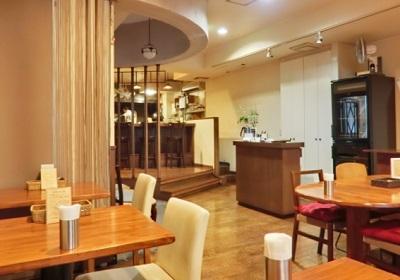 広尾駅近くにある洋食屋麻布食堂の店内