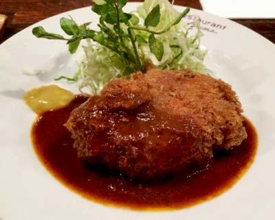 本所吾妻橋駅近くにある洋食レストラン吾妻のコロッケ