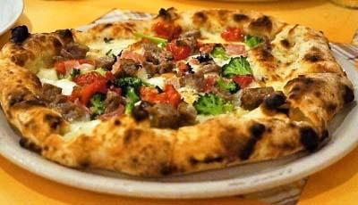 森下駅近くにあるイタリアンベッラ・ナポリのピザ