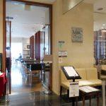 大手町駅近くにあるエムシーカフェの入口
