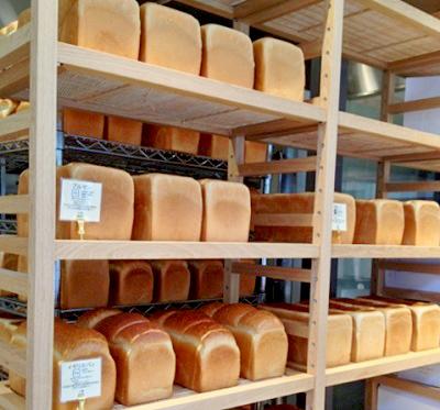 銀座一丁目駅近くにあるパン屋セントルザベーカリーの食パン