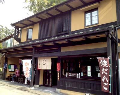 軽井沢駅近くにある甘味処ちもと総本店軽井沢本店の外観