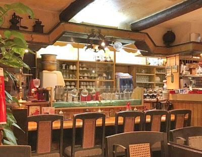 日比谷駅近くにある喫茶店珈琲館紅鹿舎の店内