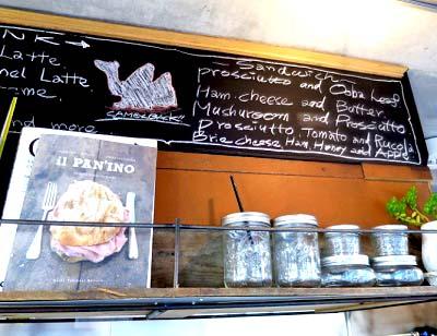 代々木公園駅近くにあるカフェCamelback sandwich&espressoのボード