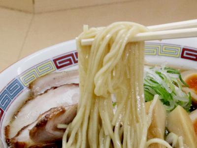 京王八王子駅近くにある煮干鰮らーめん圓の麺