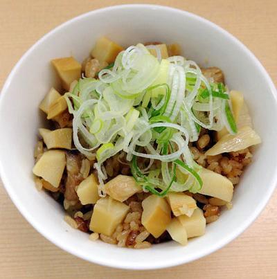 京王八王子駅近くにある煮干鰮らーめん圓の丼