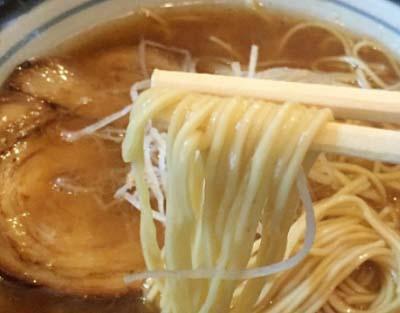 西九条駅近くにあるラーメン屋花壱の麺