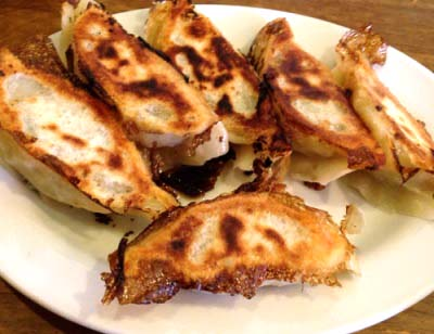 三鷹駅近くにある中華料理屋元祖ハルピンの餃子