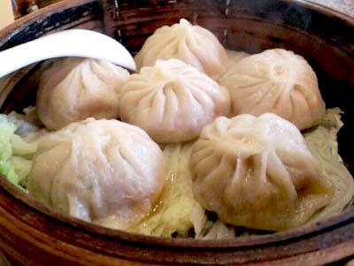 三鷹駅近くにある中華料理屋元祖ハルピンの小籠包