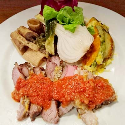 三国駅近くにあるイタリアンはす亭の肉