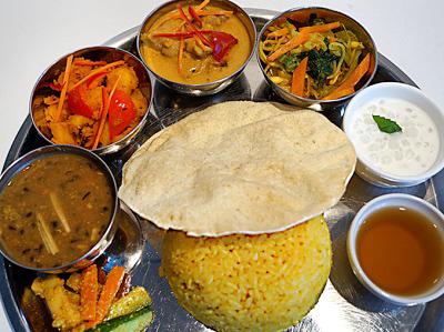 池上駅近くにあるネパール料理店ヒマラヤのカレーセット