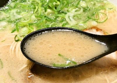 福岡にある博多ラーメンちゃんぽん ひるとよるのスープ