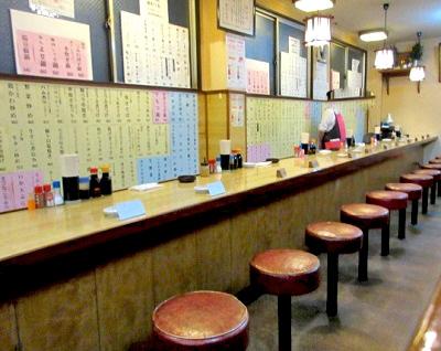博多駅近くにある居酒屋大衆割烹寿久の店内