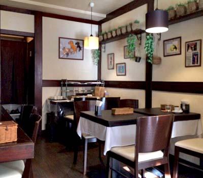 吉祥寺駅近くにあるインド料理いちじくの店内